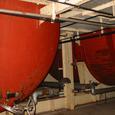 大きな赤いタンク